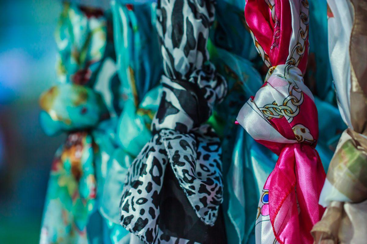 0ff7cf56551 ... Zamilujte si barevnou rozmanitost šátků