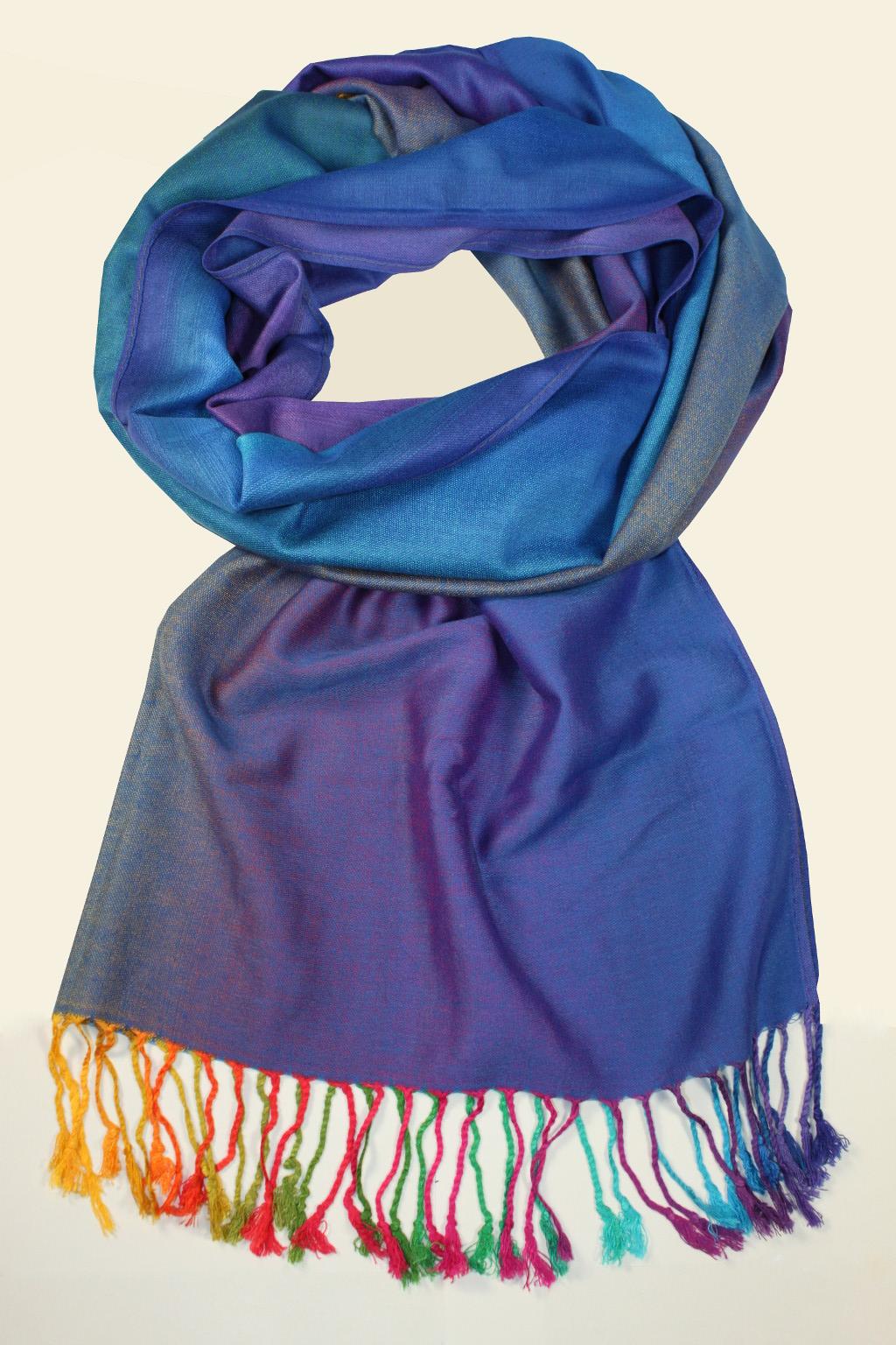 e88d95603fd Elegantní modrá šála. Rainbow